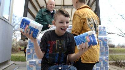 Tizenkét tonna élelmiszer támogatás (foto:MTI)